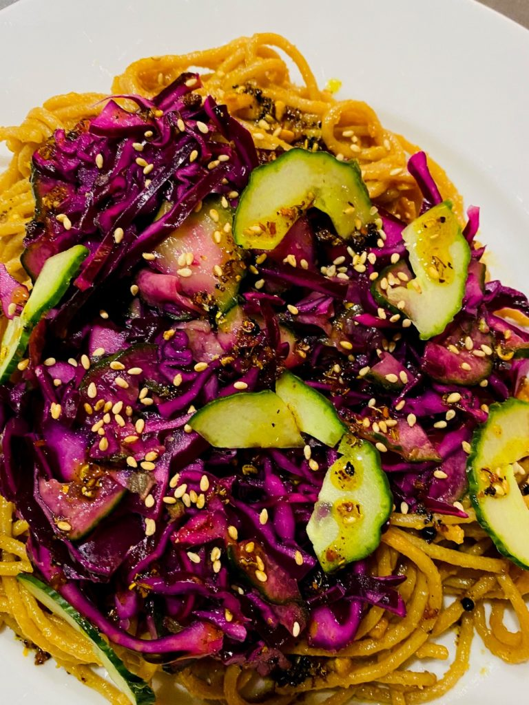 Meer Sodhas mouth-numbing noodles with chilli oil and red cabbage Rezept.
